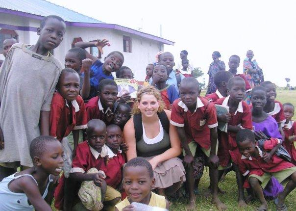 A group photo is taken of the students and a volunteer teaching in South Africa